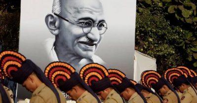 'ഇന്ത്യ ഇപ്പോൾ മഹാത്മ ഗാന്ധിയുടെ ഘാതകനെ പൂജിക്കുകയാണ്'; ഇന്ത്യയിൽ വളരുന്ന ഗോഡ്സെ ഭക്തിയും ഹിന്ദുത്വവും വാർത്തയാക്കി ഗാഡിയൻ