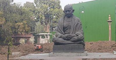 പാർലമെന്റിലെ പ്രധാന കവാടത്തിൽ നിന്നും മഹാത്മാ ഗാന്ധി പ്രതിമ നീക്കി